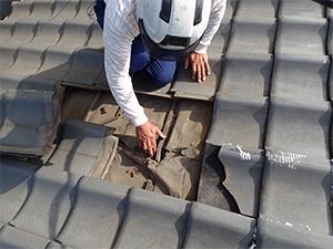 屋根専門の点検士が細部までチェックします
