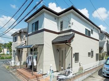 屋根が割れているのが下から見えて不安になった。前から工事を頼んでいる町田店さんに問合せをしました。