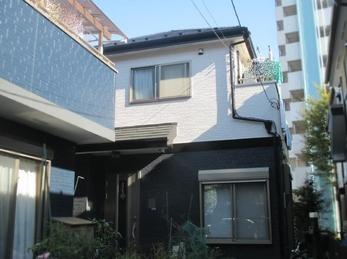 築16年初めての塗装。屋根外壁の汚れやシーリングの劣化が気になっています。サイディングボードも一部割れてしまっているのですが、全面工事ではなく補修で済ませたいです。