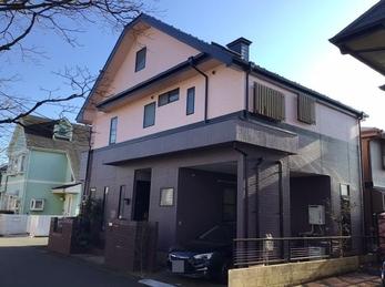屋根のサビと外壁の色落ちが気になる。